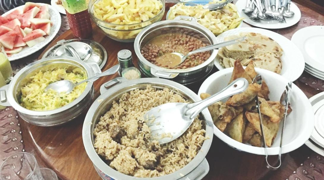 タンザニアの食卓に並んだごちそう